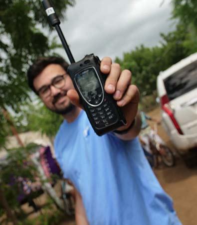 Vet using icom satphone