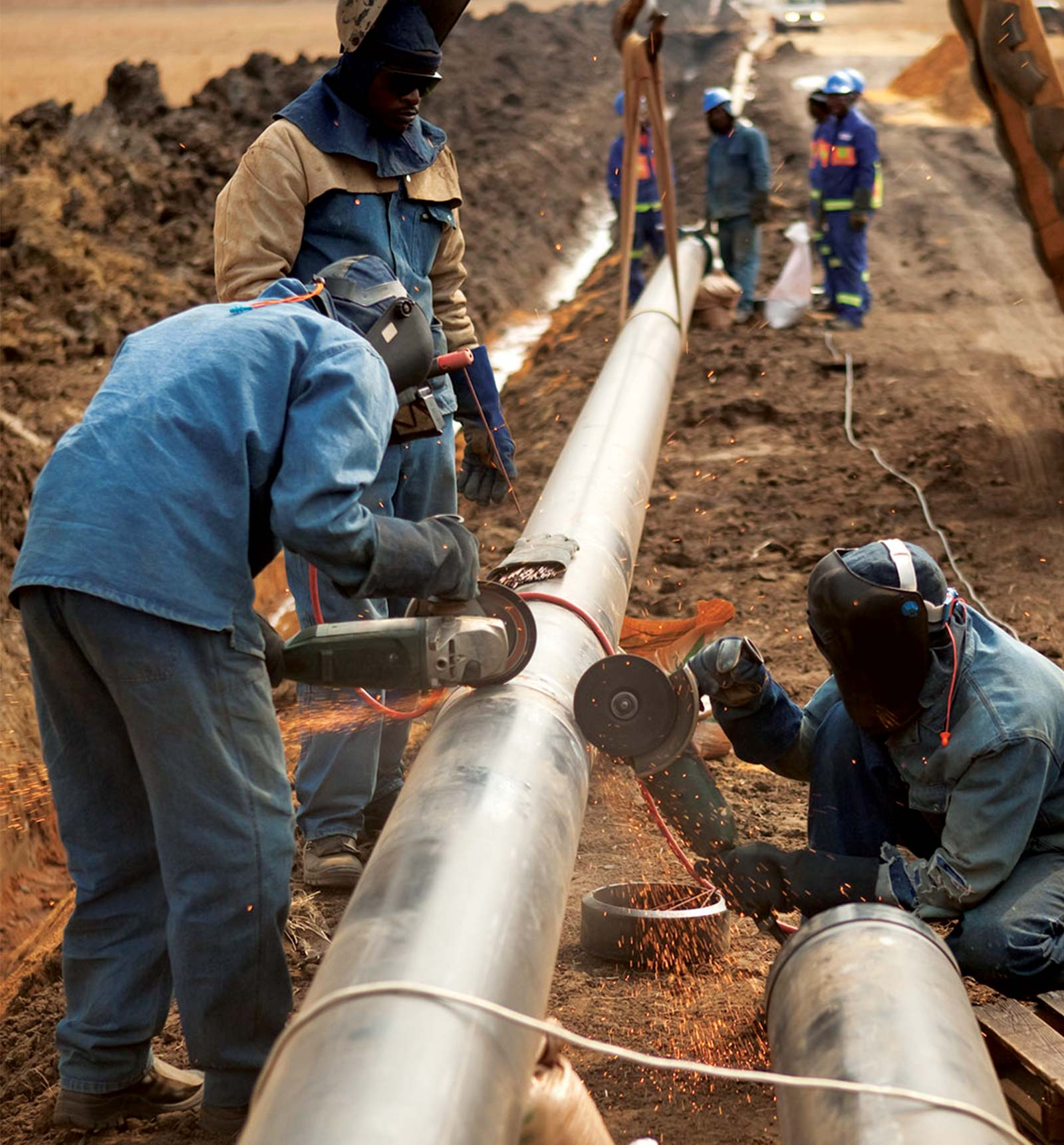 Team working on gas pipeline