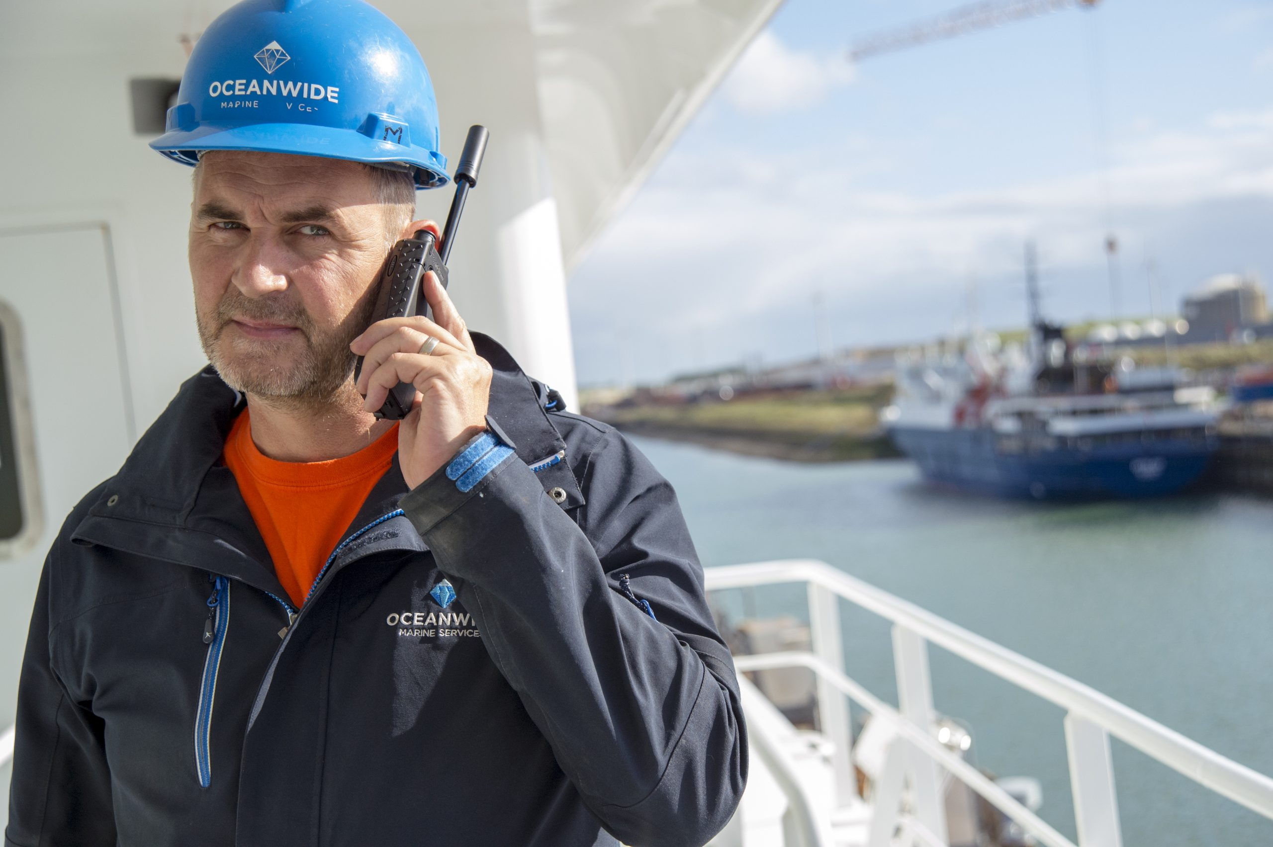 Man using Iridium Extreme on a ship leaving for an expedition