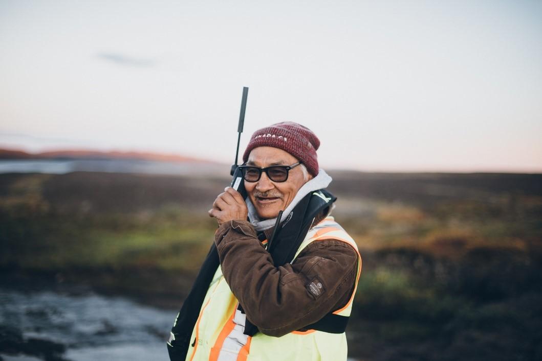 A worker using the Iridium 9555 satellite phone